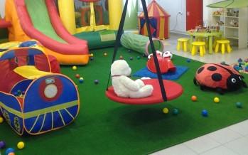 детские палатки и домики в комнате малыша