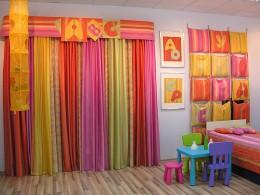 Как выбрать шторы в детскую комнату: основные идеи и помощь в дизайне
