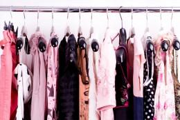 Вешалки для одежды в детской комнате: рационально используем пространство