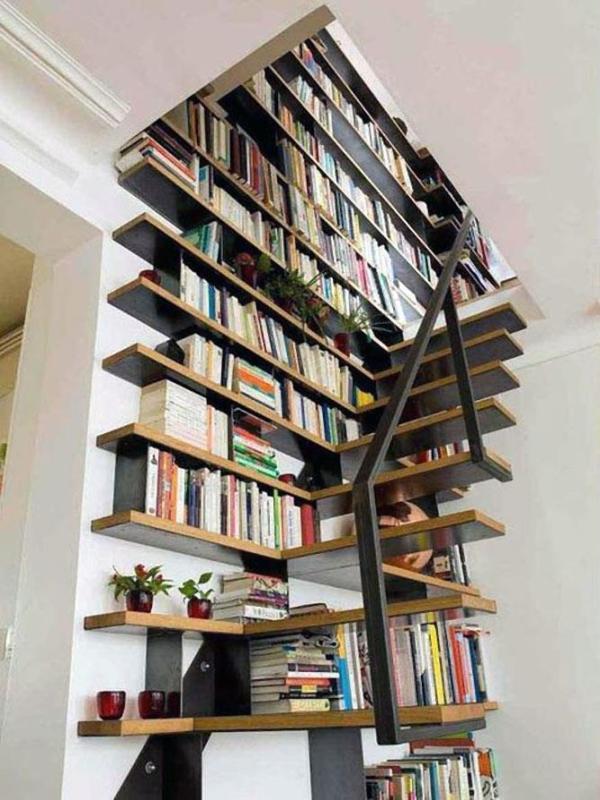 Как совместить лестницу в доме с иной мебелью