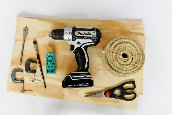 Как из простых материалов сделать элегантную висячую полку