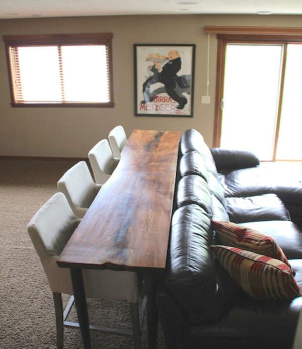 Использование места за диваном для обеденного стола