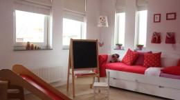 Детский мольберт для рисования: сохраним квартиру в порядке