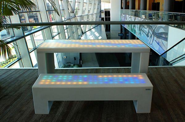 Мебель которая отвечает на прикосновение человеческого тела