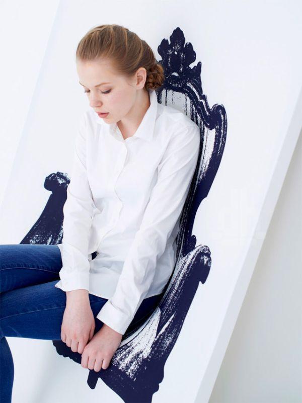 Функциональное кресло, которое нарисовано на холсте