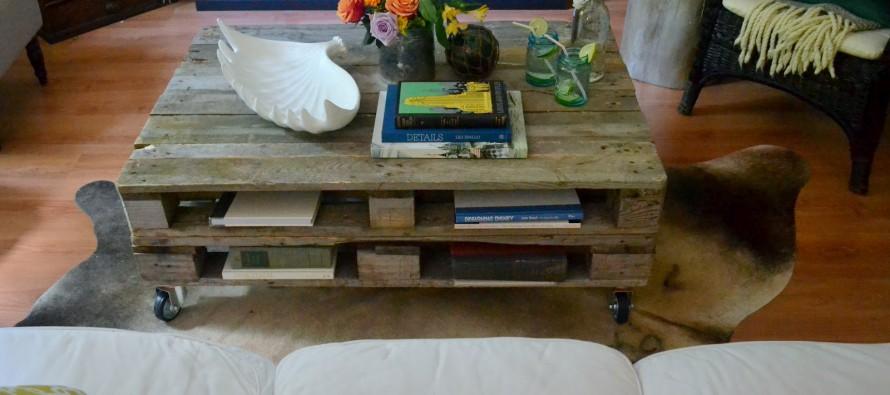 журнальный столик а колесиках в гостиную