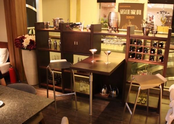 Фото стеллажа для посуды в гостиную