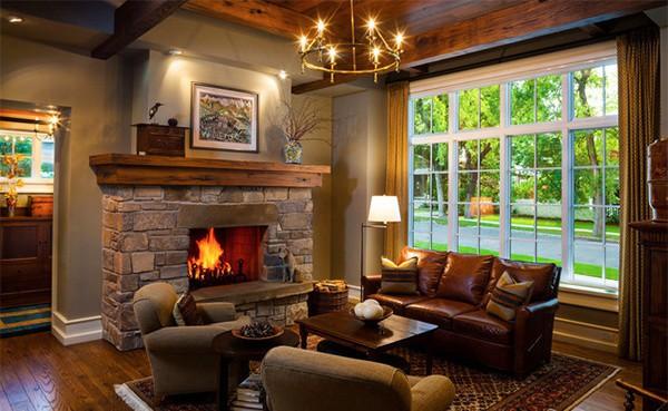 Фото гостиной с камином в загородном доме