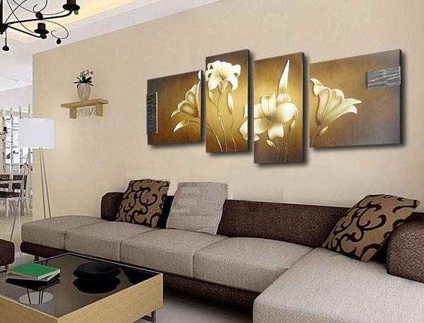Модульная картина в интерьере гостиной над диваном