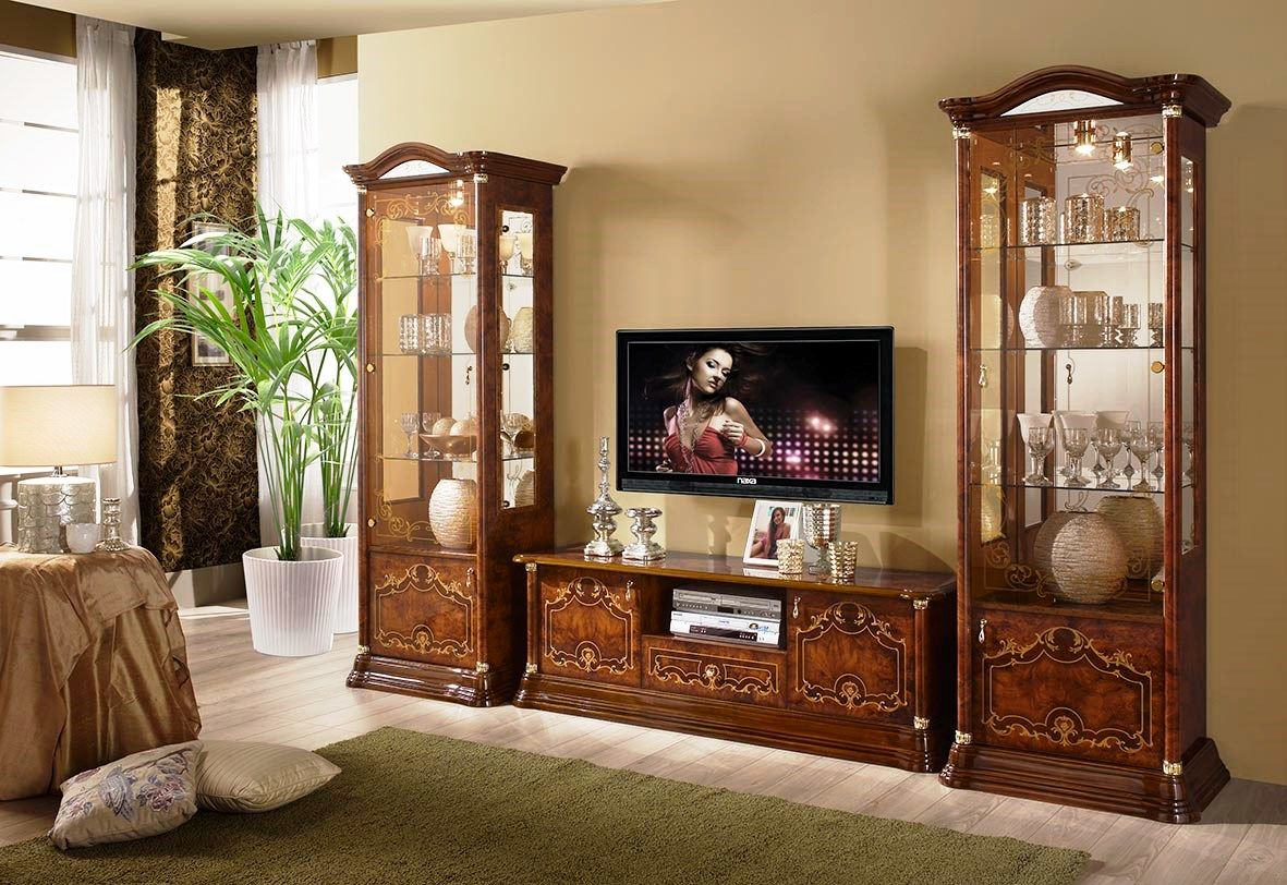 Деревянные и стеклянные витрины для украшения вашей гостиной