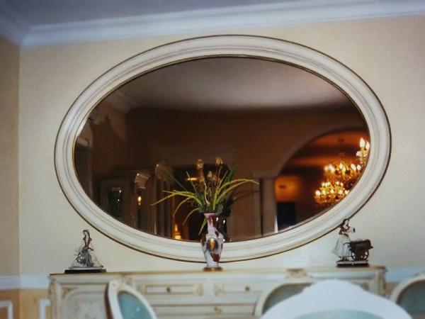 Фото овального зеркала в прихожую