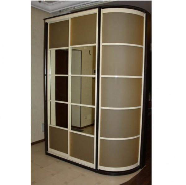 Фото радиусного шкафа с зеркалом в маленькую прихожую