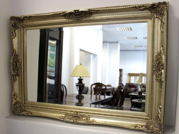 Фото зеркала в багете для прихожей