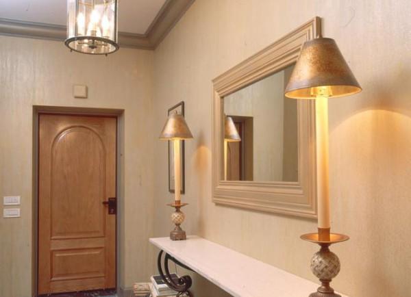 Зеркало с полочками в коридоре