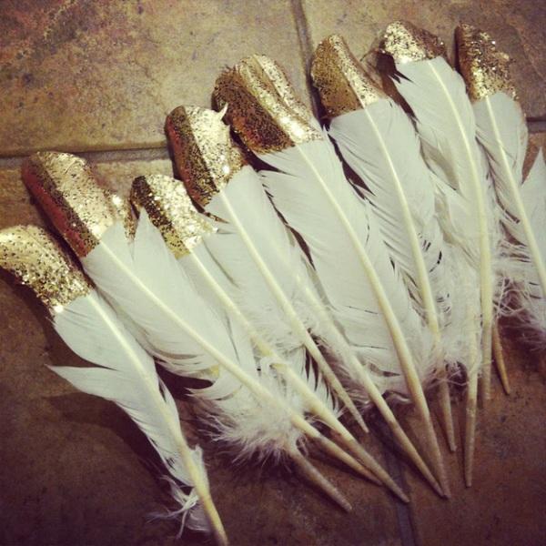 Украшения к Новому году из гусиных перьев