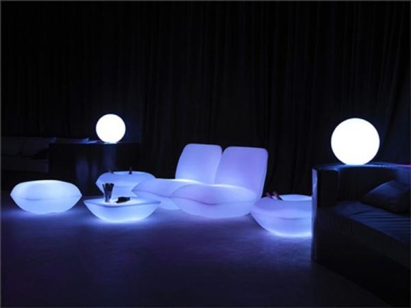 Интересные идеи светящейся мебели для сада