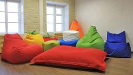 Мягкие пуфики и кресла-мешки — такие уютные и обволакивающие