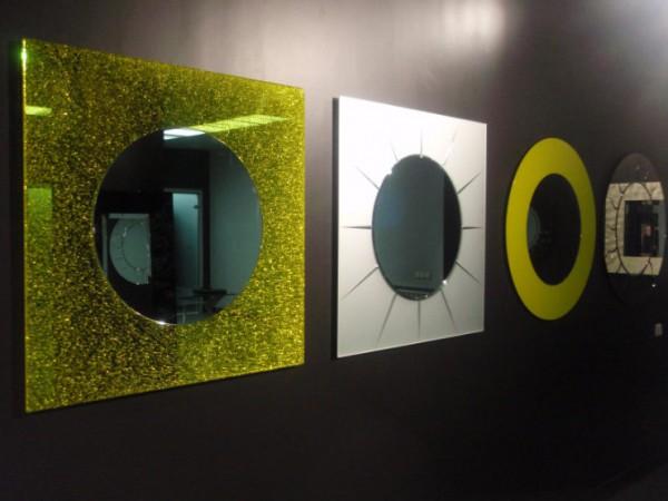 Зеркала в стильном оформлении для прихожей