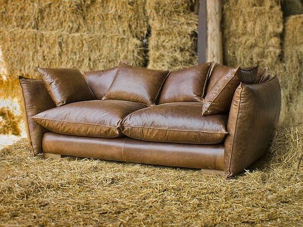Фото маленького кожаного прямого дивана-софы