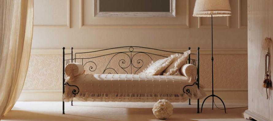 Софа с подушками