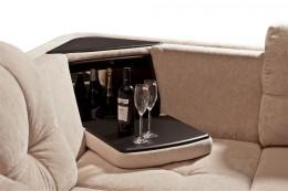 Угловой диван с баром – непременный признак роскошной гостиной