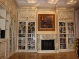 Как выбрать книжный шкаф со стеклянными дверями для рабочей комнаты?
