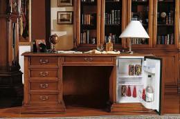 Письменный стол с ящиками — удобный атрибут для работы и хранения документов