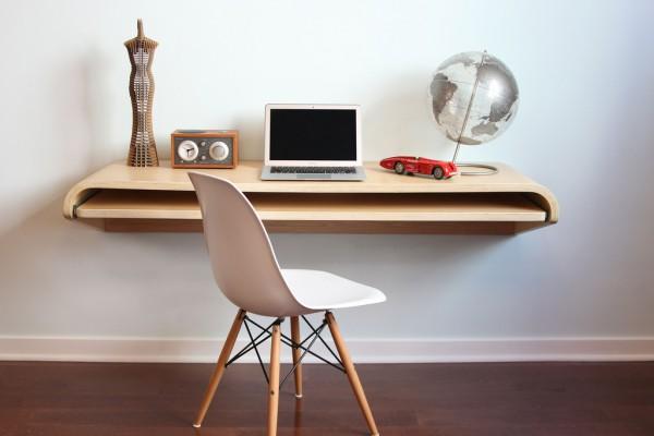 Стильный письменный стол из дерева в спальню подростка или взрослого