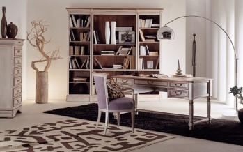 большой и широкий письменный стол в кабинет
