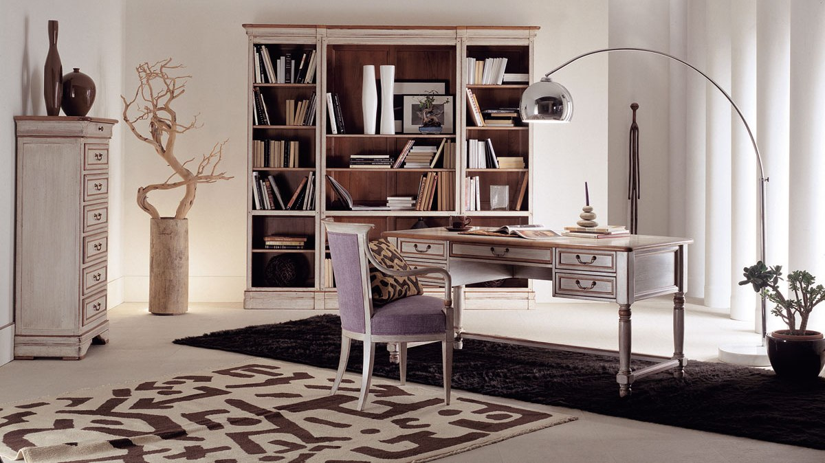 Большой, узкий и широкий письменные столы: многообразие габаритов