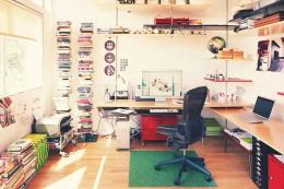 Большие компьютерные столы – роскошь или удобство использования?