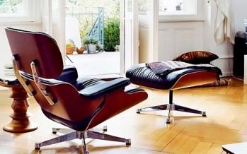 удобное кресло для отдыха с высокой спинкой и подлокотниками