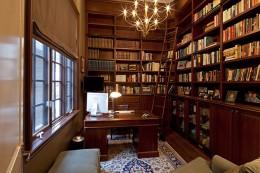 Угловые книжные шкафы — функциональная и удобная мебель для современных квартир