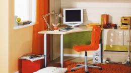 Угловой письменный стол: большая функциональность, или как занять пустой угол с пользой