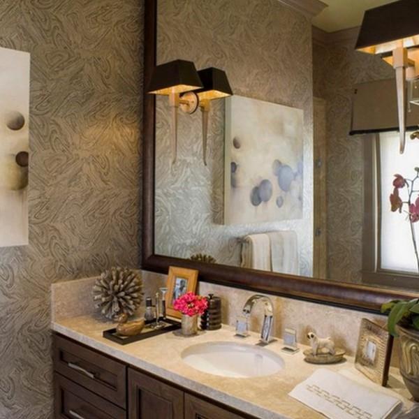 Фото светильника над зеркалом в ванной