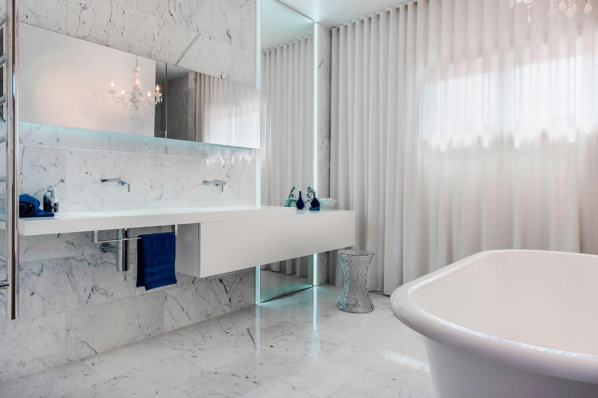 Раковина в ванной комнате, встроенная в столешницу - эргономичный предмет интерьера