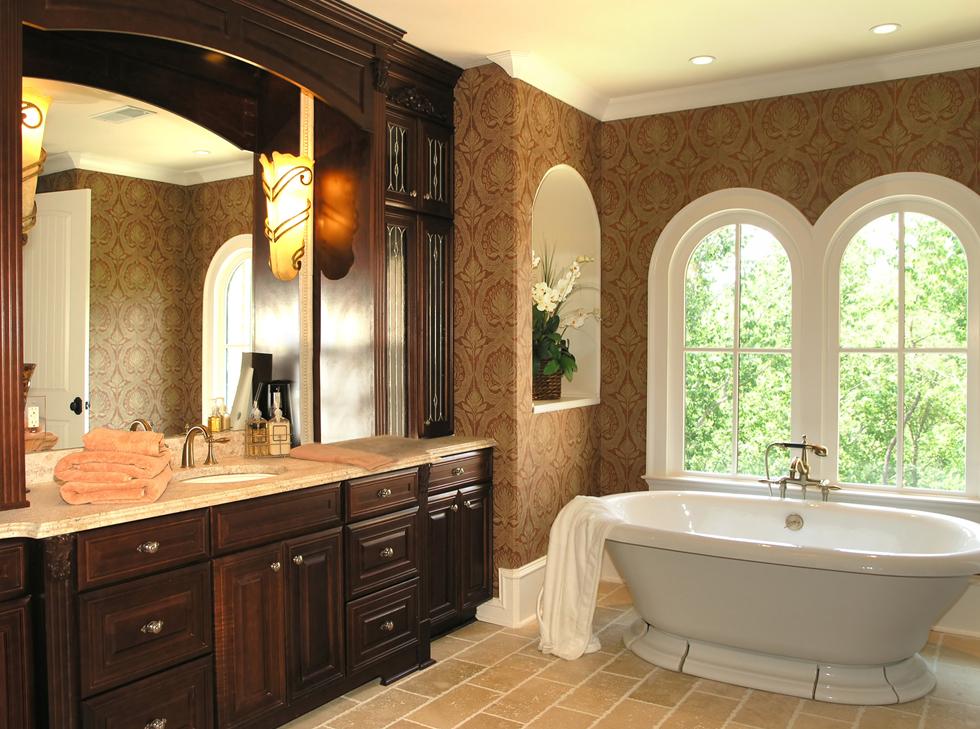 Напольный шкаф в ванной – практичное решение для просторного помещения