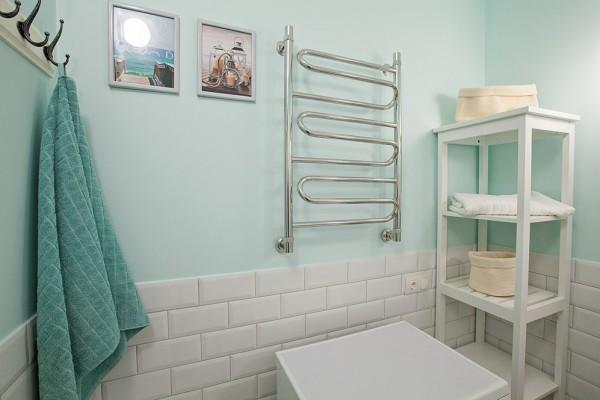 Стеллаж из ИКЕА в интерьере ванной