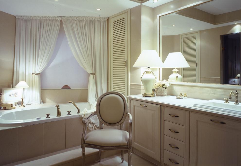 Пенал для ванной с корзиной для белья – практичная и элегантная разновидность шкафа