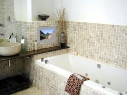Полки для ванной комнаты: простой и функциональный аксессуар