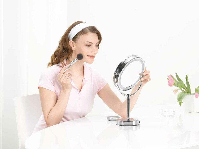 Косметическое зеркало для ванной - штука полезная и удобная